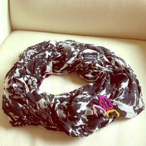 Infinity scarf with bead details